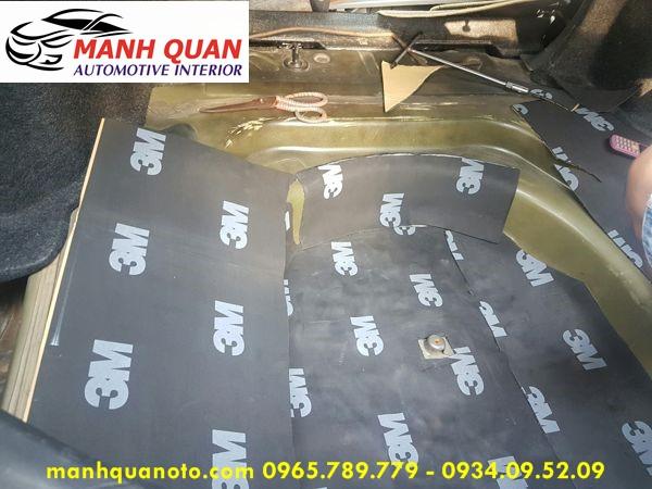 Dán Cách Âm Chống Ồn 3M Cao Cấp Cho Mitsubishi Outlander Tại Quận Tân Phú